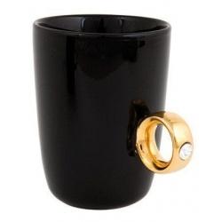 Dwukaratowy elegancki kubek do kawy biały czarny prezent dla niej z pierścionkiem