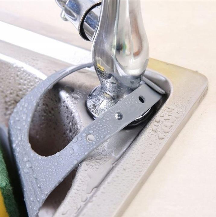 Uniwersalne mocowanie pasuje do wielu kranów kuchennych i łazienkowych